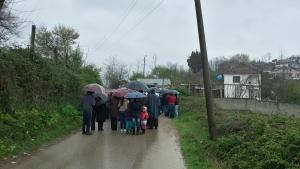 Albania, Bilaj: Deszczowa Droga Krzyżowa