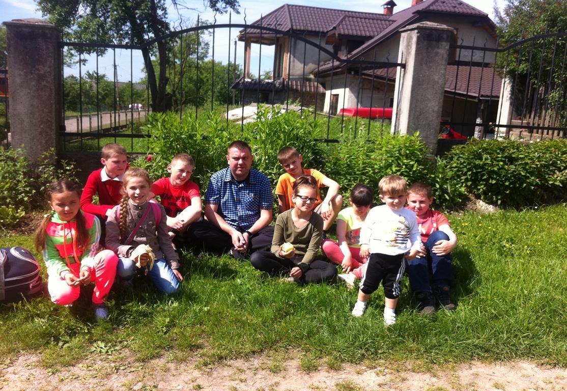 Ukraina-Brzozdowce-Dzieci-z-Brzozdowiec-pod-Howerla_001-misje-sds-pl