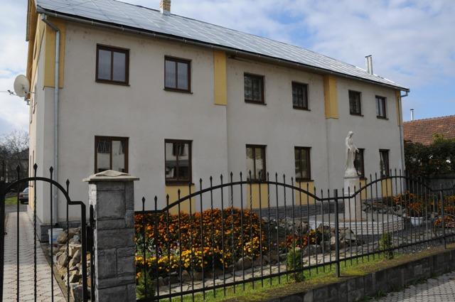 Dom_parafialny_i_Siostr_Zakonnych_w_Swalawie